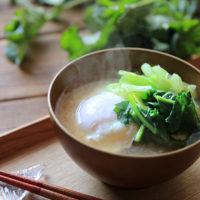 のらぼう菜と春キャベツのお味噌汁